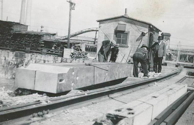 Unidentified gentlemen at Chaudière Falls Ring Dam, 1945.