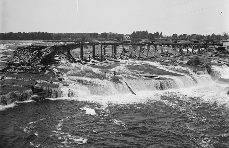 "The Hurdman Wing Dam, Chaudière Falls. Looking north-west over ""Table Rock,"" March 1902. Photo credit: Topley Studio / Library and Archives Canada."