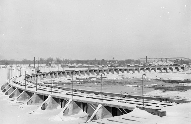 The new Chaudière Ring Dam, circa 1908. Photo credit: William James Topley/Library and Archives Canada.
